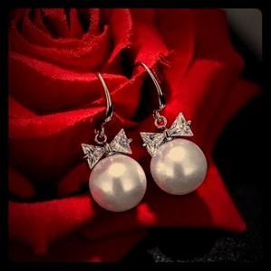 Exquisite High Fashion Pearl Bow Pendant Earrings*